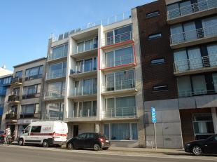 Gezellig instapklaar 2 slaapkamer appartement op de 3de verdieping met zonnig terras voor en achteraan.  Gelegen in de onmiddellijke nabijheid van win
