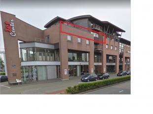 Exclusief en ruim woonappartement gelegen in het Jet Center van Oostende. Het appartement heeft een woonkamer van 65 m², 3 slaapkamers, ingericht