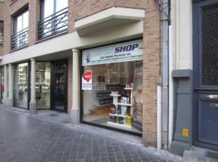 Centrum Oostende, 40 m² + ruime kelder, gunstige huurvoorwaarden, vrij op 01/05/19 of OTK, ideaal voor kantoor of vrij beroep!