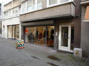 Christinastraat Oostende, 120 m² met ruime kelder, nieuwe handelshuur, onmiddellijk vrij, alle info op kantoor!
