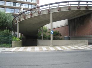 Veilige staanplaats op privéterrein achter een automatische poort met afstandsbediening. <br /> <br /> De standplaats bevind zich dicht bij sta