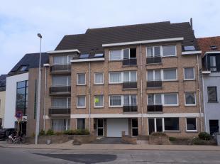 Mooi 2 slpk appartement met terras en fietsberging gelegen op de 1ste verdieping (geen lift) vlakbij winkels, openbaar vervoer, scholen, strand &