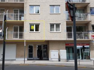 Knus 1 slpk appartement gelegen op de 1ste verdieping (lift aanwezig) met zonneterras vlakbij winkels, openbaar vervoer, Petit-Paris, station, scholen