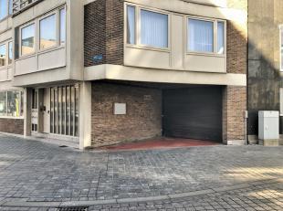 Gesloten garagebox n°19 te koop op gunstige ligging langs de Alfons Pieterslaan te Oostende.