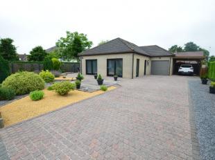 Oostende-Zandvoorde, instapklare bungalow met grote tuin en oprit en garage, rustig en mooi gelegen in doodlopende straat.<br /> Indeling: inkomhal, a