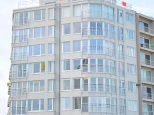 Prachtig gelegen vernieuwde penthouse (al of niet gemeubeld) met zeer groot zonnig terras (4m breed), doorlopend langs 3 zijden.<br /> Gelegen op de Z