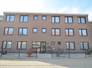 Oostende, rustig gelegen zonnige studio in Residentie Irina.<br /> Bevat: inkomhall met vestiaire, living met zonnig zuid-gericht terras en 2 bergkast