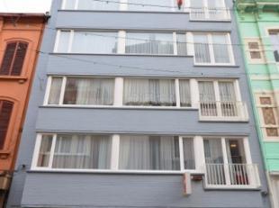Oostende-Centrum, gezellig 1 slaapkamer appartement 4de verdiep, centraal gelegen nabij diverse winkels, openbaar vervoer en tal van voorzieningen. Op