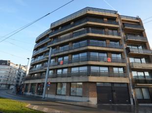 Oostende-Centrum, ruim en goed onderhouden hoek-appartement met panoramisch zicht op Koninklijke villa, met mogelijkheid om garagebox in het gebouw aa