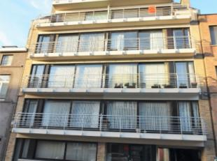 Oostende-Centrum, prachtige dak/duplex appartement met mooie rustige ligging, nabij diverse winkels, openbaar vervoer en scholen. Op wandelafstand van