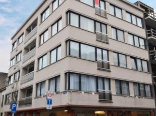 Oostende-Mariakerke, zeer goed onderhouden appartement met 3 slaapkamers gelegen op de 4de verdieping. Ideaal gelegen nabij diverse winkels, openbaar