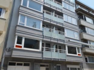 Oostende, goed gelegen ruim gelijkvloers appartement in de Residentie Calders, slechts op wandelafstand van zee/strand en centrum Oostende. Ideaal als