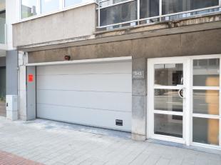 Oostende, goed en centraal gelegen, aan èènpalende garageboxen nummer 7 en 8<br /> 8 x 6m = 48m²<br /> 5 x 2,5m = 12,5 m²