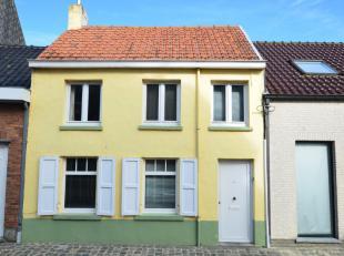 Middelkerke-Leffinge, gezellig te renoveren woonhuis ideaal als starterswoning. Centraal en rustig gelegen in een autoluwe straat.Indeling; inkomhal,