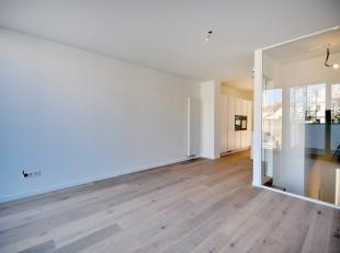 Indeling:Gelijkvloers: ruime inkom hall, kamer die kan gebruikt worden als slaapkamer of bureau, aparte wc met wastafel, ruime dubbele garage in de le