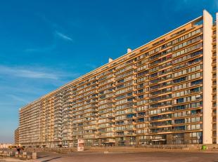 """Uniek 2-slaapkamer appartement op de Zeedijk van Oostende met 9 meter gevelbreedte, gelegen op de 10e verdieping van het prestigieuze complex """"Royal P"""