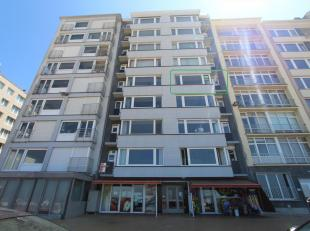 Dit appartement is gelegen op de 4e verdieping van residentie Magalluf en omvat een ruime woonkamer met zicht op zee, afzonderlijke keuken (met aanslu