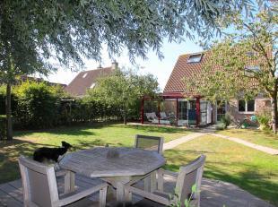 Instapklare villa met mooi aangelegde tuin, centraal en toch heel rustig gelegen, omvattende, oprit, inkom, wc ruime living met aansluitend ruime vera