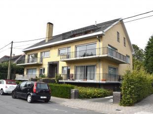 Appartementsgebouw gelegen te Roeselare. Het gebouw bestaat uit 5 appartementen met 4 bovengrondse garages en ondergrondse bergingen. Het appartement