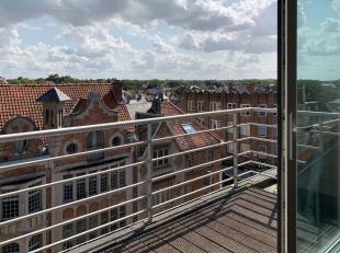 Prachtige en ruime duplex op 50 meter van de zee met open zicht over De Panne en de Dumontwijk. Twee ruime slaapkamersRuime living met open keuken en