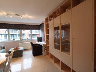 Instapklaar appartement met hedendaags interieur gelegen op de 5de verdieping van de Residentie Gauguin, in het centrum van Nieuwpoort-Bad:Leefruimte