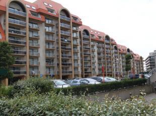 Garage gelegen in residentie Duinenveld;Paats voor 2 wagens;Plaats voor fietsen;Nog veel berging mogelijkheden;Dicht bij alle winkels in nieuwpoort;Id