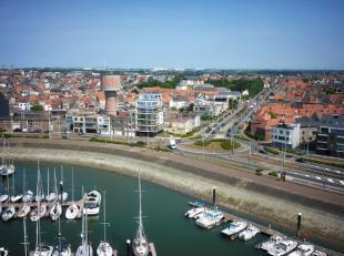 Panoramisch open zicht op de JachthavenLumineuze leefruimtes en royale terrassenZonovergoten gebouw (zon van 's morgens tot 's avonds)Uitermate veel l