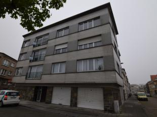 Indeling:<br /> Ruime inkomhal;<br /> Zonovergoten woonkamer;<br /> Apart geïnstalleerde keuken met balkon;<br /> Drie slaapkamers waarvan &eacut