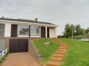 Halfopen bungalow met 2 slaapkamers;<br /> Geen recreatiegebied wel woongebied , hoofdverblijfplaats mogelijk;<br /> Op 300 meter van zee;<br /> Op 30