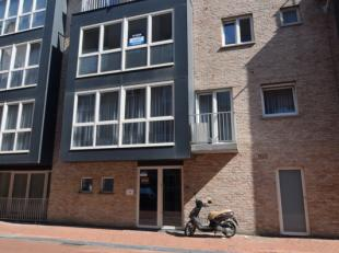 Recent gebouw (2011)<br /> Zeer centraal gelegen, vlakbij station en winkelstraten van Blankenberge<br /> Open keuken<br /> Terras<br /> Voor meer inf