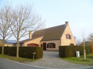 ruime, mooi gelegen villa;<br /> zuidwest geörienteerde grote woonkamer;<br /> grondopp. 738 m2;<br /> 4 slaapkamers (2 beneden en 2 boven nog af