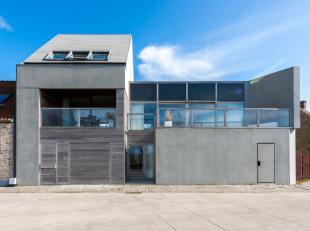 Deze woning stond recent nog op de cover van 'Feeling Wonen' en vormt een uitzonderlijk architecturaal concept.De perfecte combinatie tussen strakke b