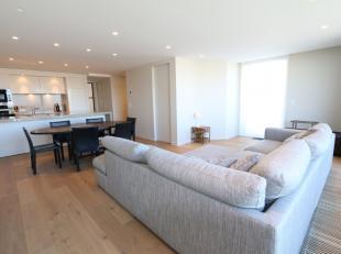 Luxueus afgewerkt appartement van 107 m2 met verschillende terrassen aan het Maritiem Park, met open zicht op de Havengeul:<br /> Inkom met ingebouwde