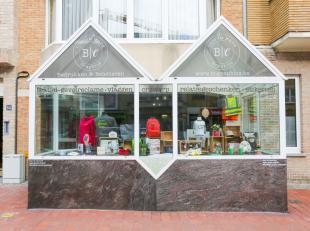 Handelspand in centrum van Middelkerke;<br /> Uitstekend gelegen in de winkelstraat;<br /> Voorzien van een uitbouw;<br /> Goede zichtbare etalage;<br