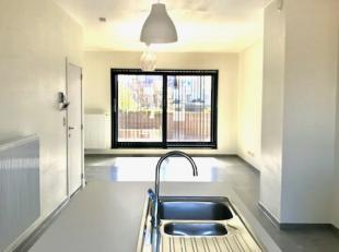 Duplexappartement gelegen op nieuwbouwsite Blauwe Parel te Bredene.<br /> Indeling is als volgt: inkomhal, open leef-en eetruimte met aansluitend een