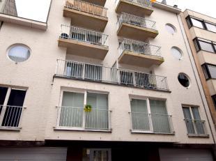 Het appartement bestaat uit:<br /> een ruime inkom<br /> gezellige woonkamer met open volledig geïnstalleerde keuken<br /> badkamer met inloopdou