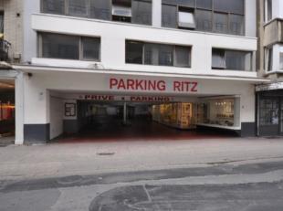 """Grote garagebox nummer 129<br /> Gelegen in afgesloten garagecomplex """"RITZ""""<br /> Midden in het Historisch stadscentrum te Oostende<br /> Vijfde verdi"""