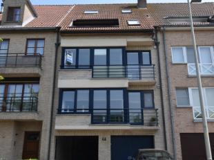 Het appartement heeft de volgende indeling:<br /> Zonnige woonkamer met klein terrasje;<br /> Open keuken met aansluitend berging;<br /> Twee slaapkam