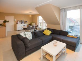 Het appartement bevat een ruime en lichtrijke leef- en eetruimte<br /> Het beschikt over een open, volledig ingerichte keuken<br /> Ruime badkamer met