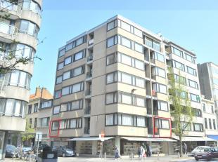 Dit appartement op de 1e verdieping heeft een goede centrale ligging nabij zee, alle mogelijke winkels en openbaar vervoer. Individuele centrale verwa