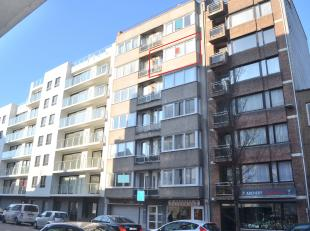 Dit aangename en instapklare appartement is goed gelegen op de 5e verdieping van een kleine residentie nabij invalswegen, alle mogelijke winkels, scho