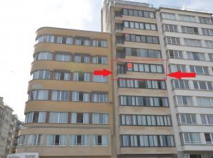 UNIEK APPARTEMENT / 9 M ZEEZICHT - Opp : 114 M2 adembenemend zeezicht<br /> Het appartement bestaat uit inkomhall, nachthall met ingemaakte kasten en