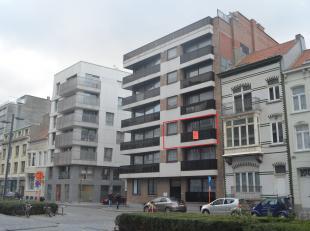 Uitstekend gelegen appartement aan de vernieuwde Koninginnelaan met open zicht op 100 meter van zee. Nabij alle recreatiemogelijkheden, winkels, openb