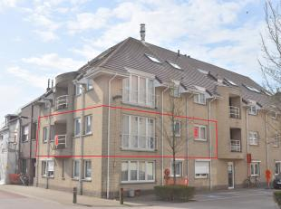 Dit appartement op de 1e verdieping van een kleine, goed onderhouden residentie beschikt met 3 grote slaapkamers en 123 m² bewoonbare oppervlakte