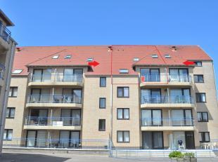Dit zeer zonnige duplex appartement met open zicht is uitstekend gelegen op 50 meter van zee, nabij winkels en openbaar vervoer en met veel parkeermo