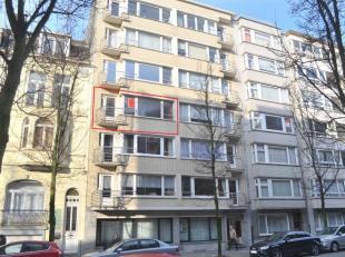 Dit te renoveren appartement is uitstekend gelegen in de Rogierlaan nabij zee, winkels, park, openbaar vervoer en vlakbij het centrum. Living in park