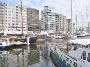 Dit instapklaar appartement is schitterend gelegen pal in het centrum van Oostende op 250 meter van het station en geniet van een adembenemend zicht