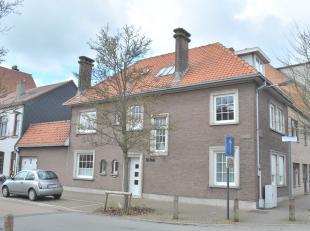 Deze ruime en karaktervolle hoekwoning is centraal gelegen nabij centrum, Maria-Hendrikapark, openbaar vervoer en invalswegen.  De woning beschikt ove
