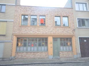 """Deze ruime woning is uitstekend gelegen in het oude stadscentrum van Oostende. Op wandelafstand van de zee, shoppingcentrum, cultuurcentrum """"De grote"""