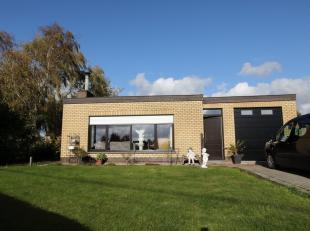 Ce bungalow est situé au calme dans la Goeteboterstraat n ° 74 à Oudenburg. La propriété a une vue magnifique sur les